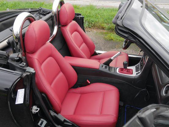 Mazda MX 5 – Bordeaux læder monteret sæder, armlæn og gearmanchet